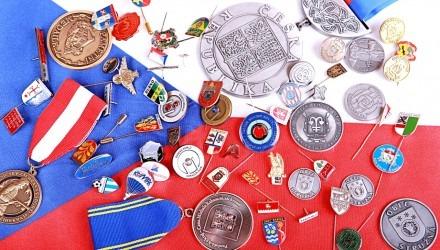 Mince, medaile, vyznamenání, klíčenky pro instituce