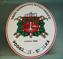 Enamel oval sign with the firefighter emblem (SH ČMS) and the town coat of arms (Podbřeží)
