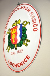 Enamel oval sign with the town coat of arms and the name of the volunteer fire brigade