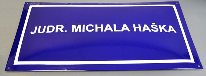 Custom made enamel signs