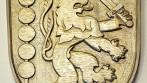 Ručně vyřezávaný znak obce Držkov