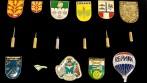 Výroba odznaků s logem a názvem automobilky