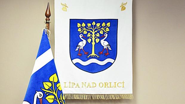 Slavnostní vyšívaný znak a vlajka pro obce, města, městysy
